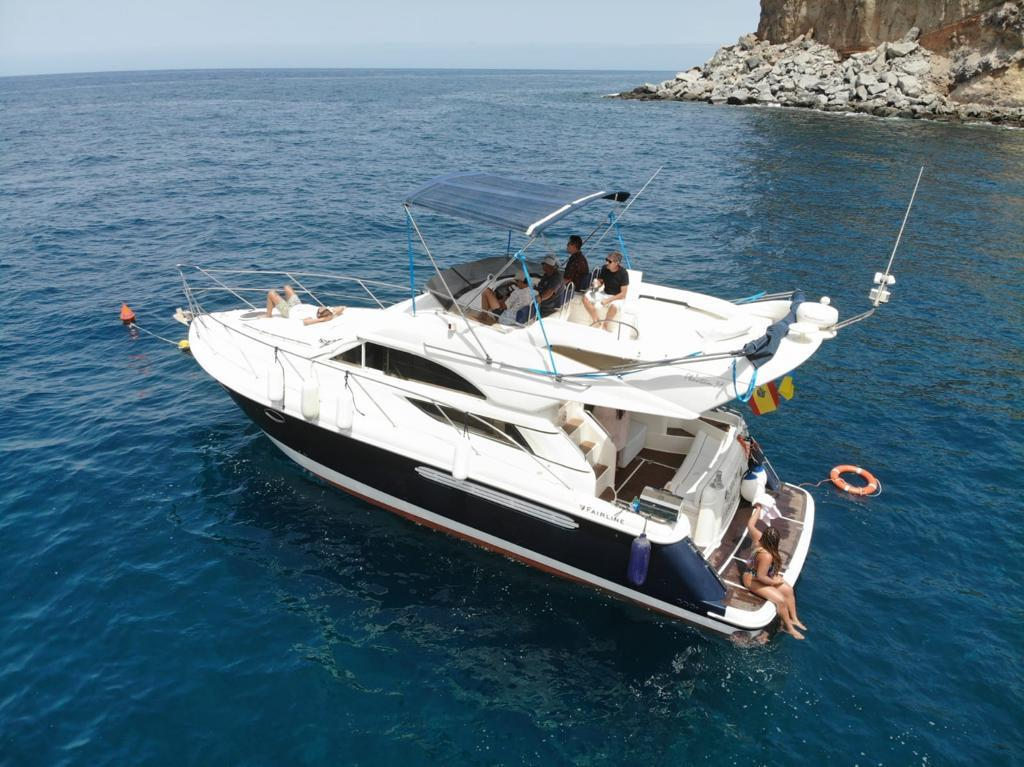 Reise Yacht Charter